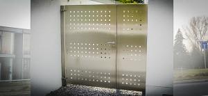 Metallbau-Wolf_Edelstahl_Türe_aussen
